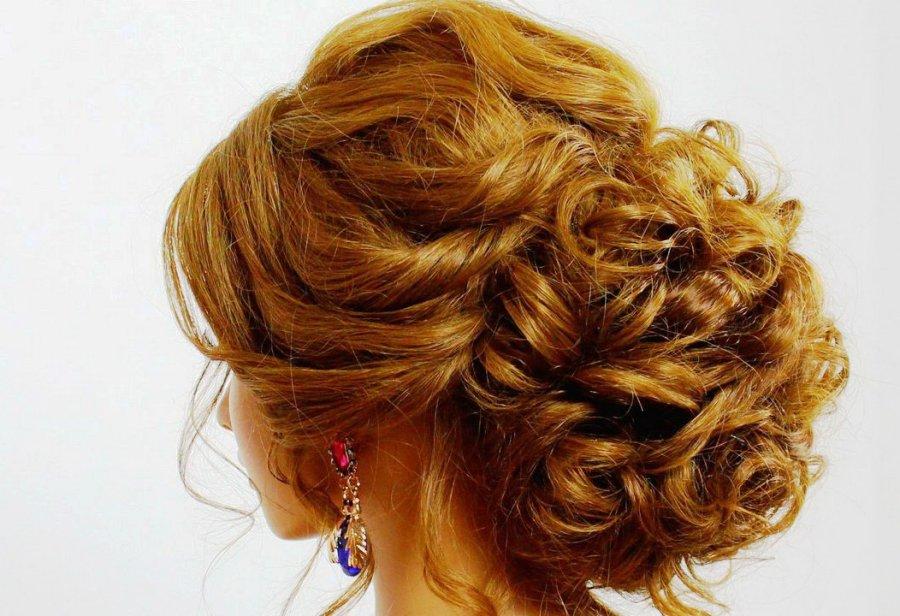 Фото вечерних причесок на среднюю длину волос